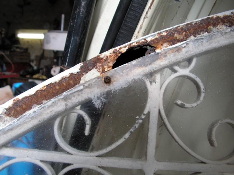 Détail de corrosion perforante