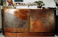 Comptoir de bar métallique à patine oxydée